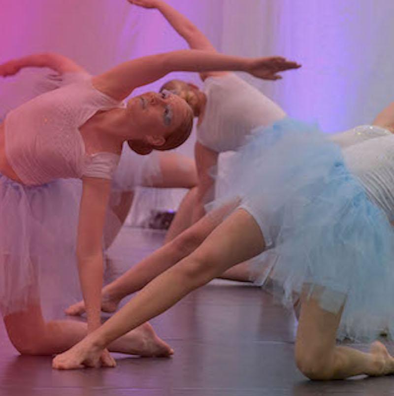 Tanssinäytöksen sivuvenytys